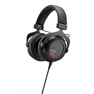 beyerdynamic-headphones-headset-kopfh_rer-custom-one-pro-plus-black_12-05_perspective